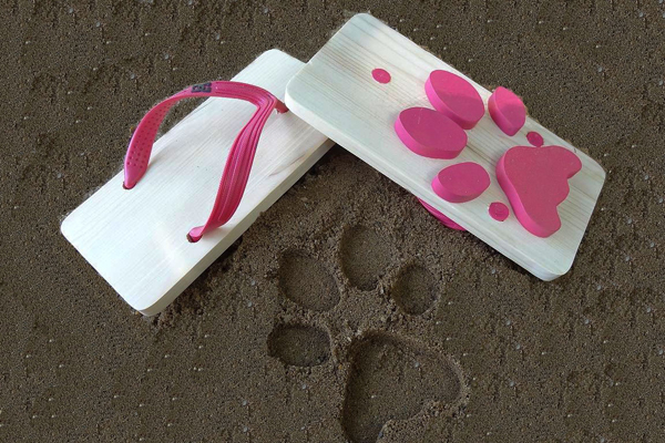 可以留下动物脚印的字拖鞋