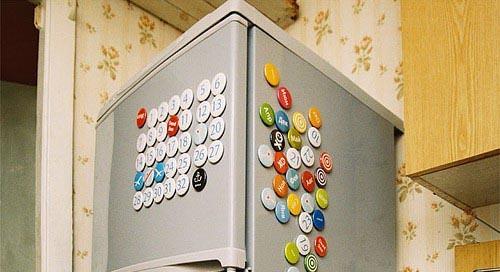 贴在冰箱的日历