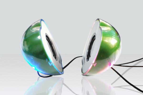 苹果形状的七彩音箱发光