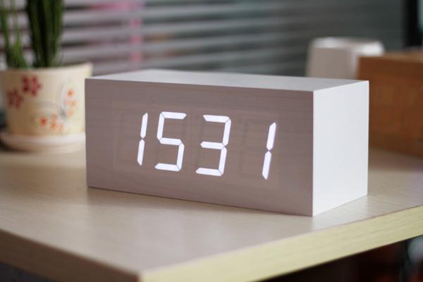 劲足网nba篮球比赛多功能声控电子桌钟-玩意儿