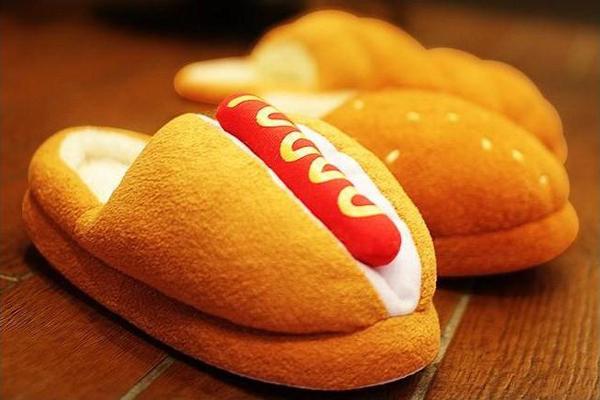 面包热狗样式的拖鞋