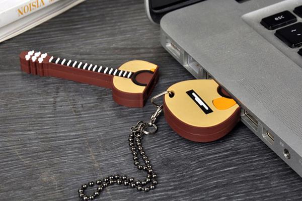 吉它样式的创意U盘(二)