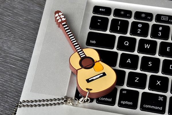 吉它样式的创意U盘(三)