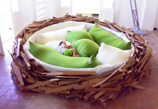 巨大鸟巢床