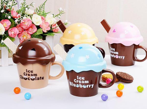 可爱的冰淇淋水杯
