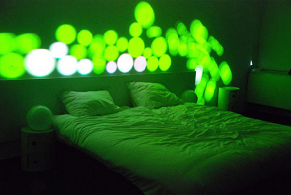 惊艳的卧室彩灯系统