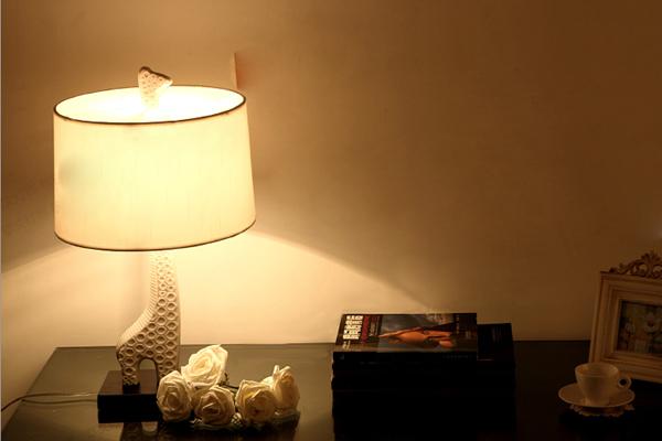 长颈鹿台灯照明