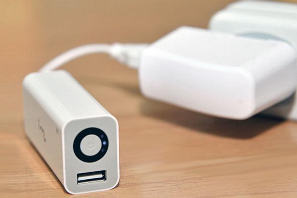 幻想M1 移动充电器充电