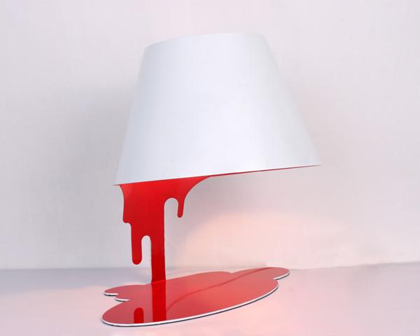融化的台灯红色