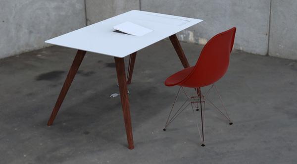 专属苹果的桌子