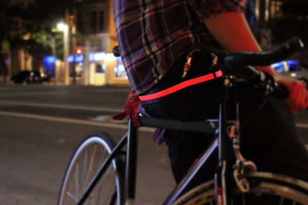 帅气十足的LED腰带
