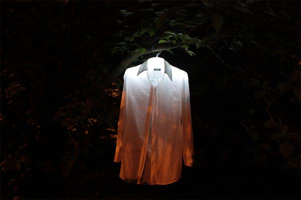 贴心的夜发光衣架