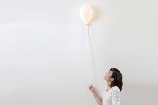 墙壁上的气球灯