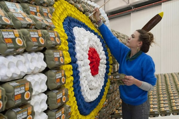 6500个鸡蛋盒打造的喷气式飞机(三)