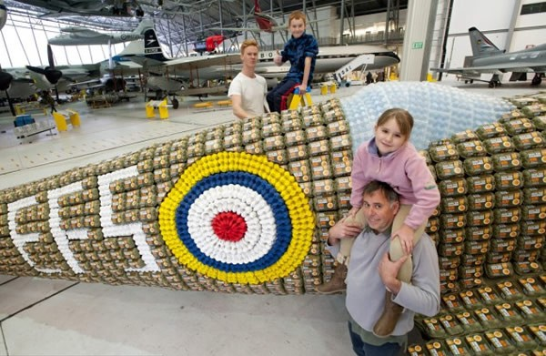 6500个鸡蛋盒打造的喷气式飞机(六)