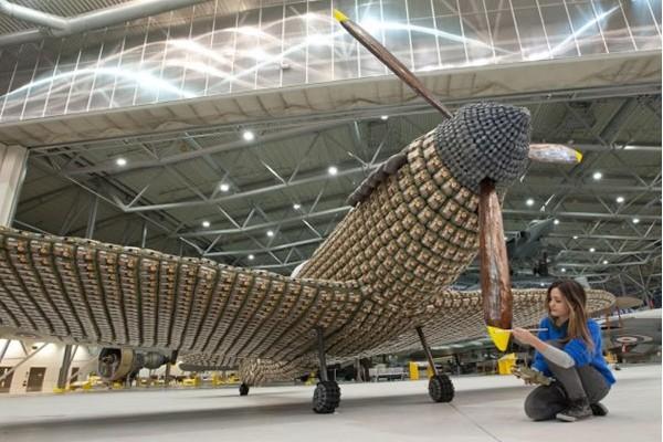 6500个鸡蛋盒打造的喷气式飞机(七)