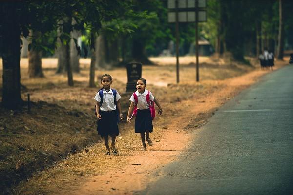 贫困山区孩子学校的一天