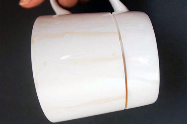 保护桌面的咖啡杯(二)