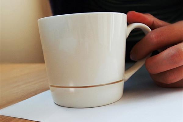 保护桌面的咖啡杯(三)