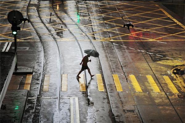 动人的雨中香港