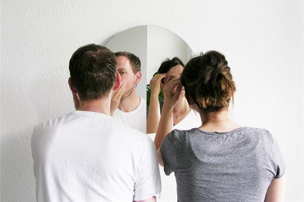 呈现不同镜像的镜子(六)