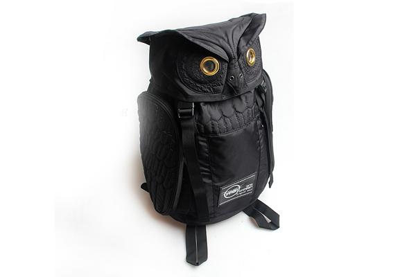 犀利的猫头鹰双肩包