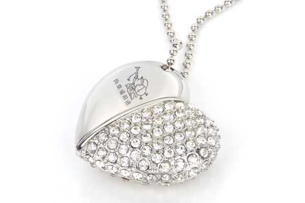 最有创意的生日礼物 - 水晶爱心项链