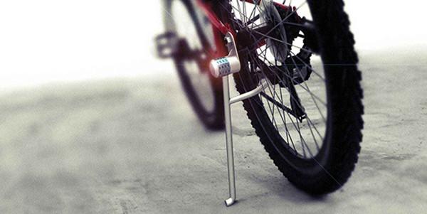 方便的自行车脚架锁