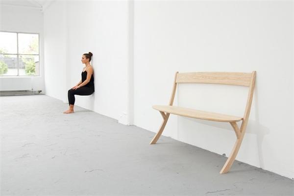 优雅的两条腿长椅