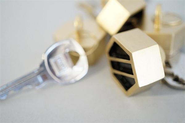 别致的蜂窝式钥匙挂架(三)