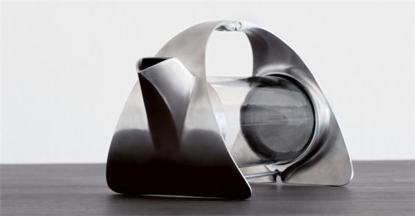简约的不锈钢透明茶壶