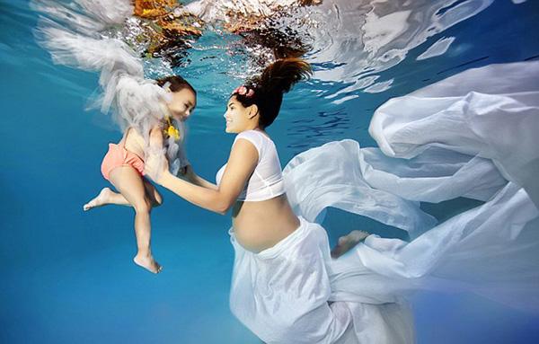 孕妇水下写真照