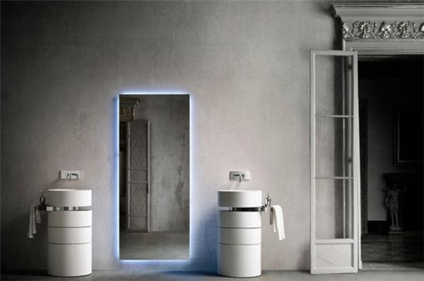 可以旋转的浴室水槽