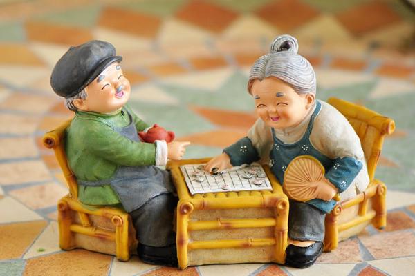 送长辈的生日礼物 - 老人玩偶摆件