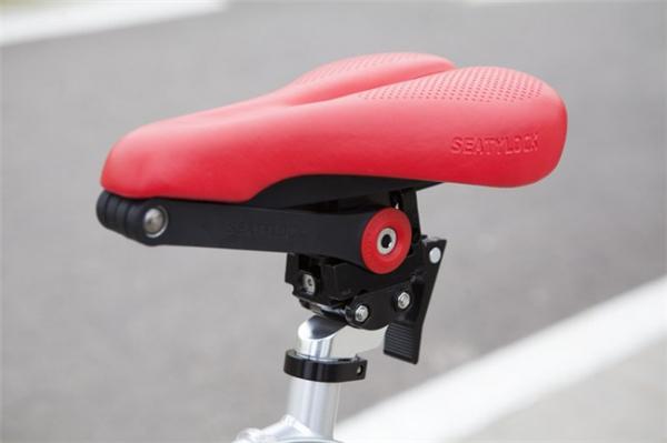 自行车鞍锁合体设计