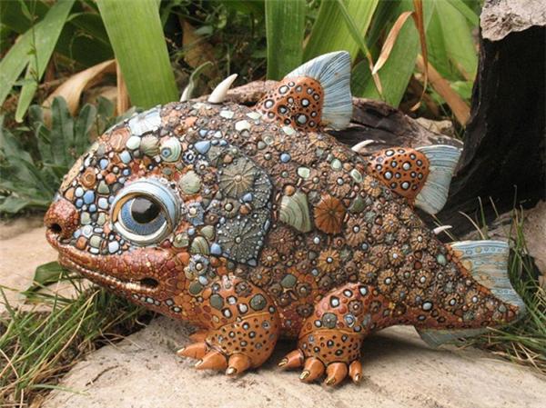 耐看的瓷质雕塑
