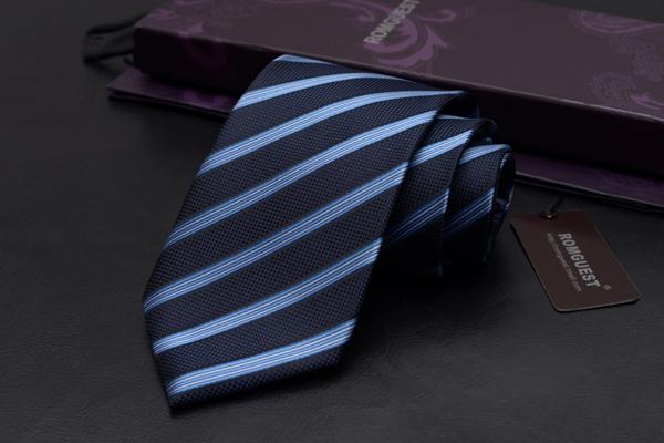 送男生的生日礼物 - 领带