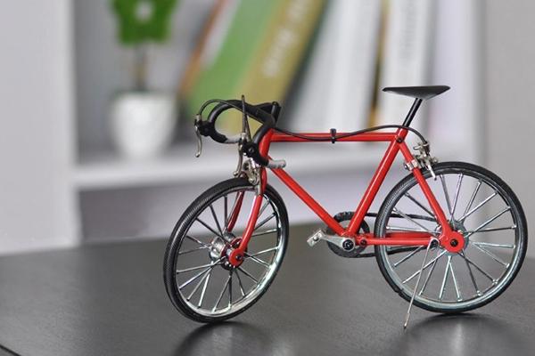 送男生的生日礼物 - 自行车车模