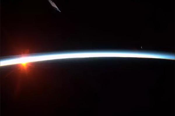 太空看日出日落(八)