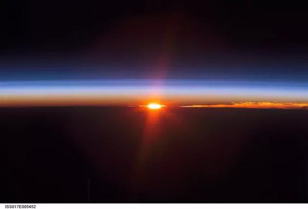 太空看日出日落(十)