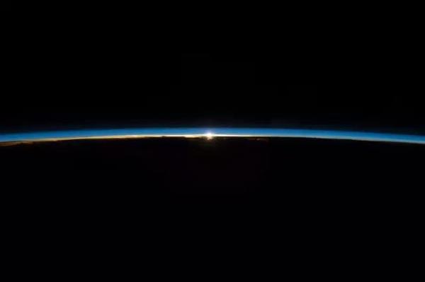 太空看日出日落(二)