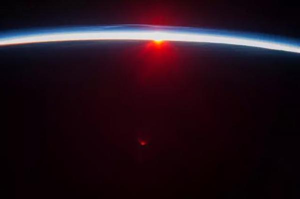 太空看日出日落(四)
