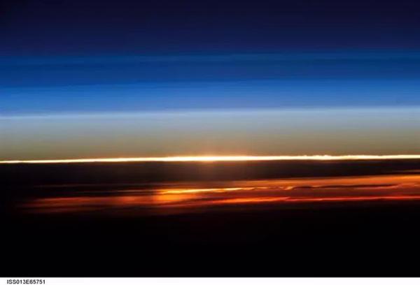 太空看日出日落(三)