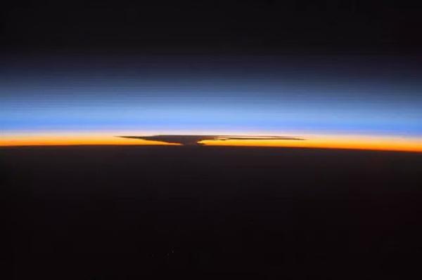 太空看日出日落(七)