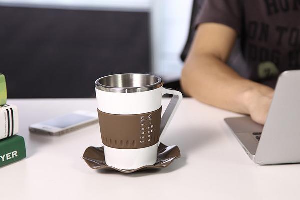显示温度的咖啡杯(显示温度中)