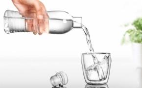 矿泉水瓶样式的玻璃瓶子