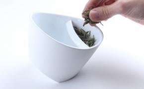 方便的倾斜过滤茶杯