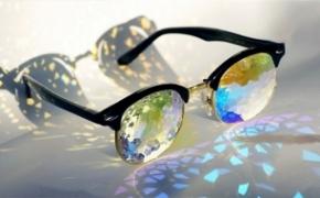 奇妙的多彩万花筒眼镜