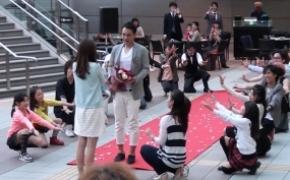 超感动的创意求婚 日本大阪车站